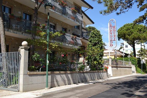 Lignano hotel acapulco 3 toiles pineta for Hotel chercher