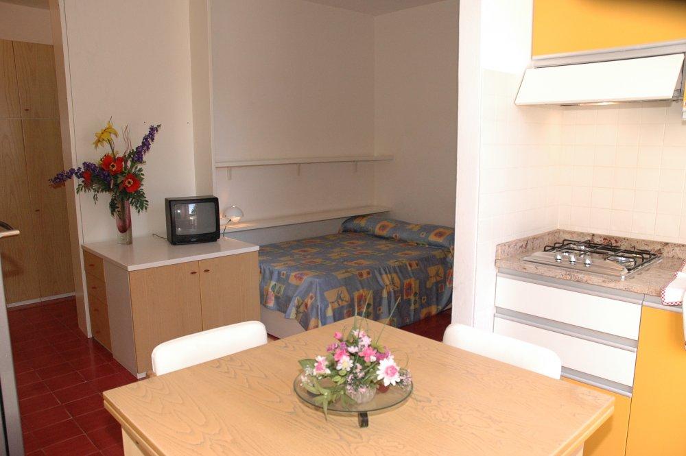 Affitta appartamento residence antares rosso a for Appartamenti lignano