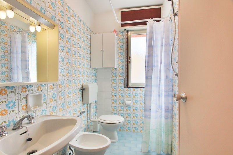 Affitta appartamento condominio cedri a lignano for Bagno 5 lignano riviera