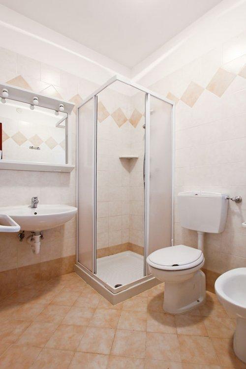 Affitta appartamento villa cellini a lignano for Bagno 5 lignano riviera